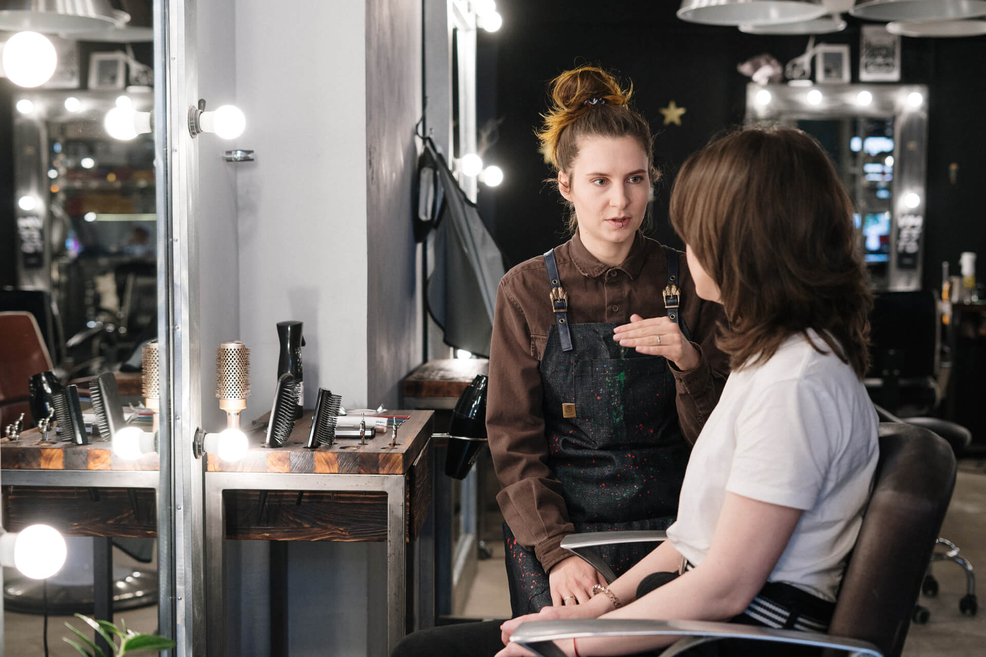 Hue – How Successful People Make the Most of Their Girl Makeup Artist